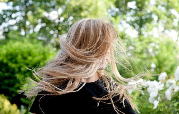 Mes cheveux gonflent : que faire ?
